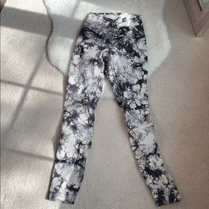 Lululemon size 2 leggings 25in